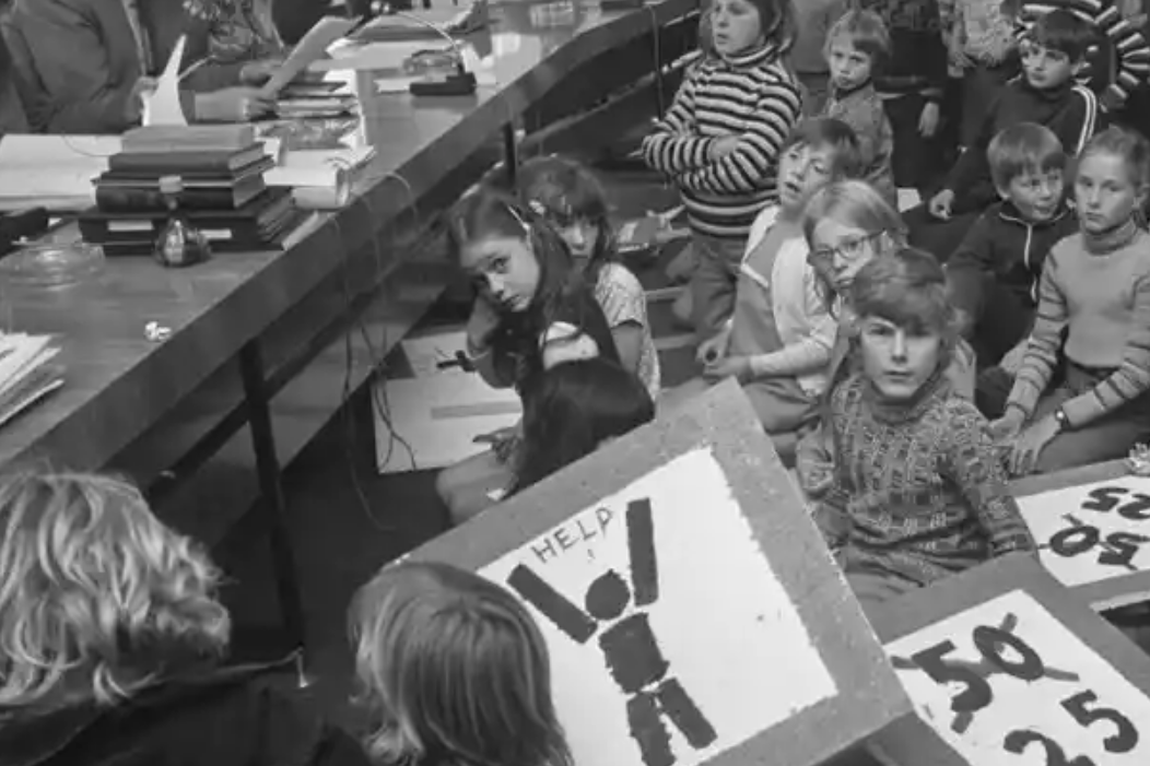 Stop de Kindermoord campaigners visit Amsterdam's House of Representatives in 1972 when road fatalities exceeded 3300, 400 being minors. The Guradian:  How Amsterdam became the bicycle capital of the world